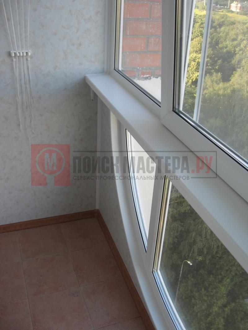 Красивая отделка балкона и высококачественное остекление лод.