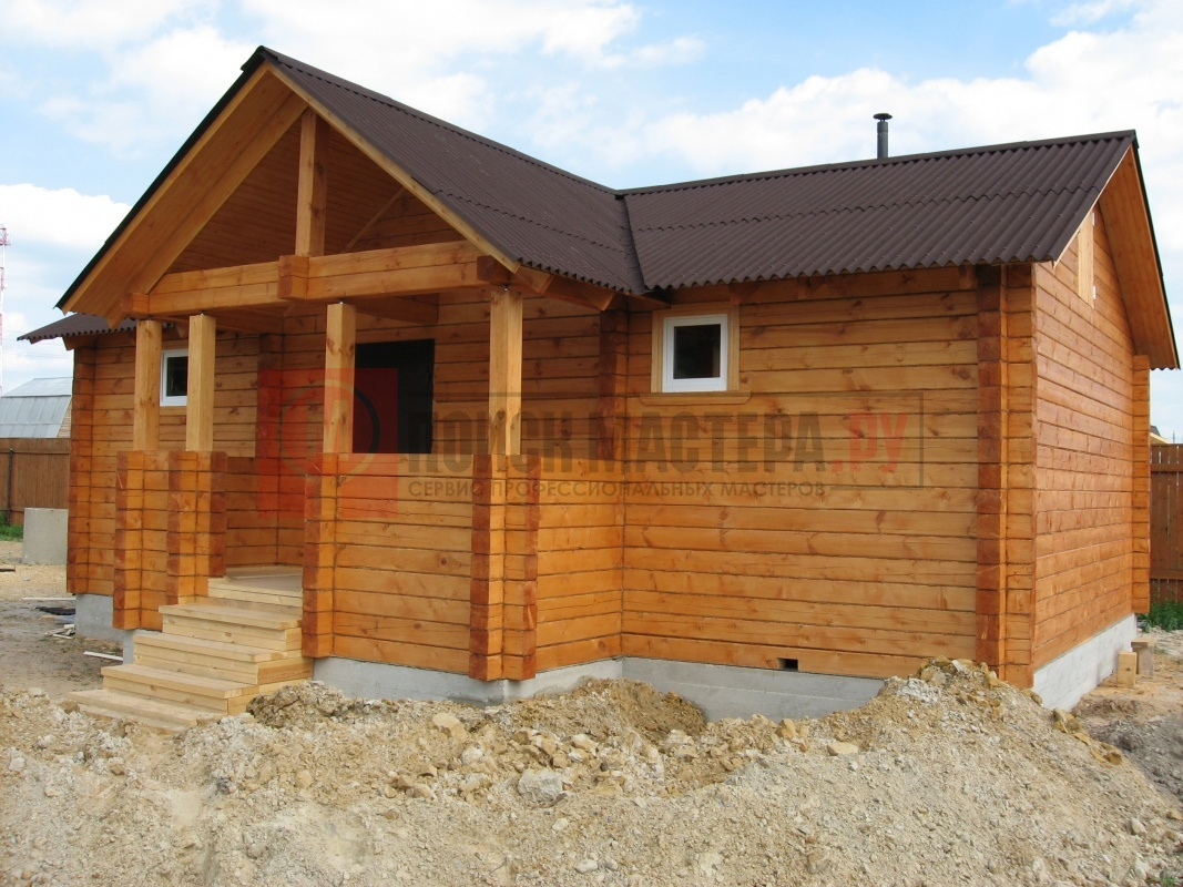 Естественно, что первой постройкой там должен быть дом